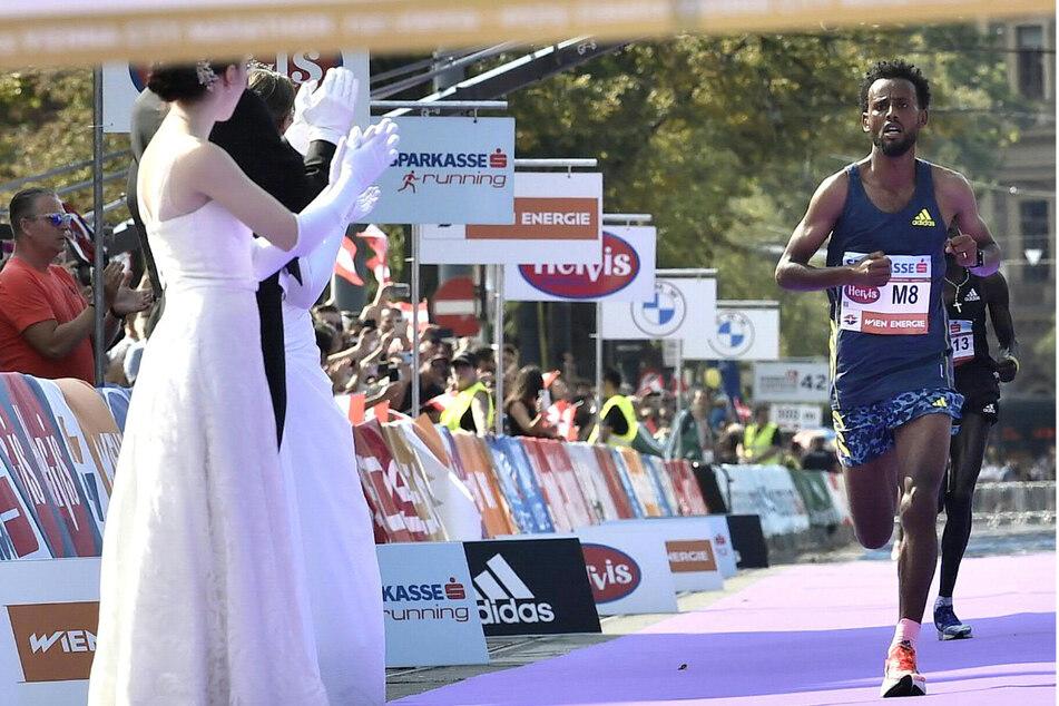 Derara Hurisa erreichte beim Wien-Marathon 2021 als erster das Ziel. Der Sieg wurde ihm aber noch aberkannt.