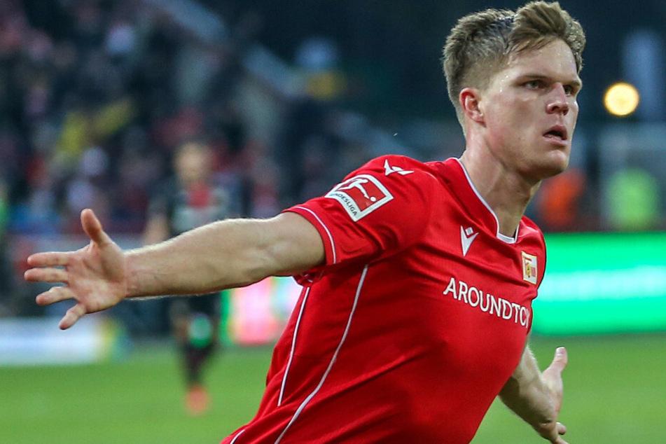 Marius Bülter jubelt nach seinem Treffer gegen Bayer Leverkusen.