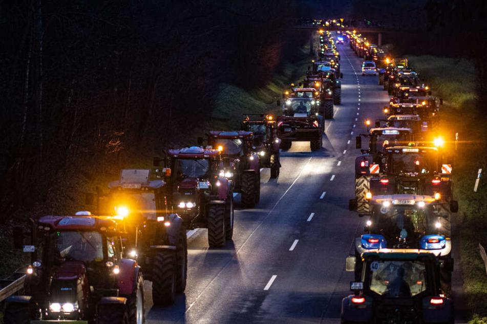 Die Bauern aus dem Münsterland sind mit ihren Traktoren nach Telgte gefahren, um gegen die Agrarpolitik der Bundesregierung zu protestieren.