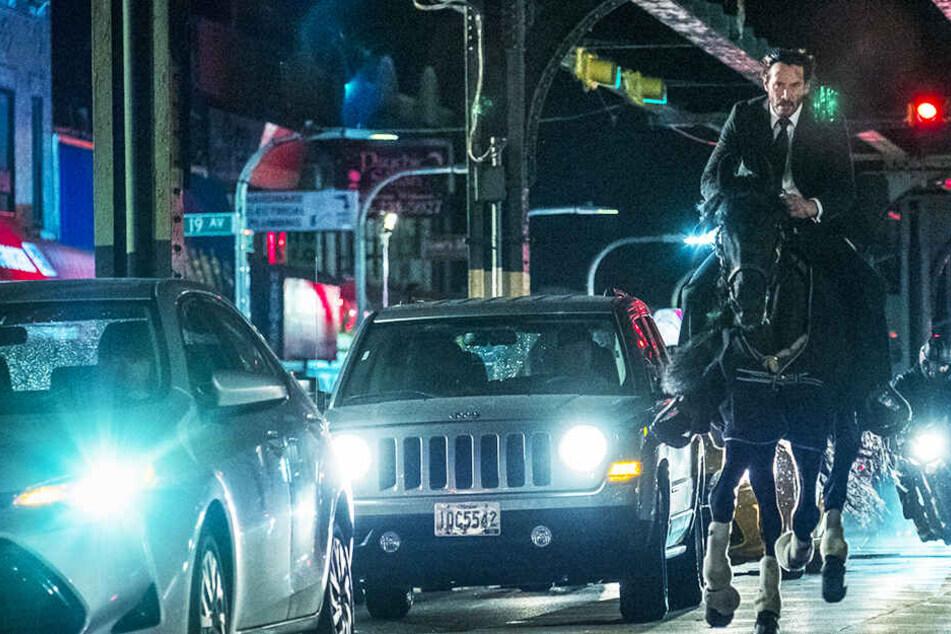 """Irres Action-Spektakel: Keanu Reeves im Trailer zu """"John Wick: Kapitel 3""""!"""