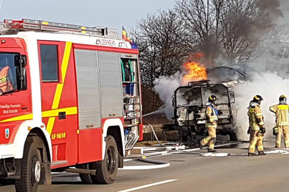 A4 vollgesperrt! Hier brennt ein Laster der Bundeswehr
