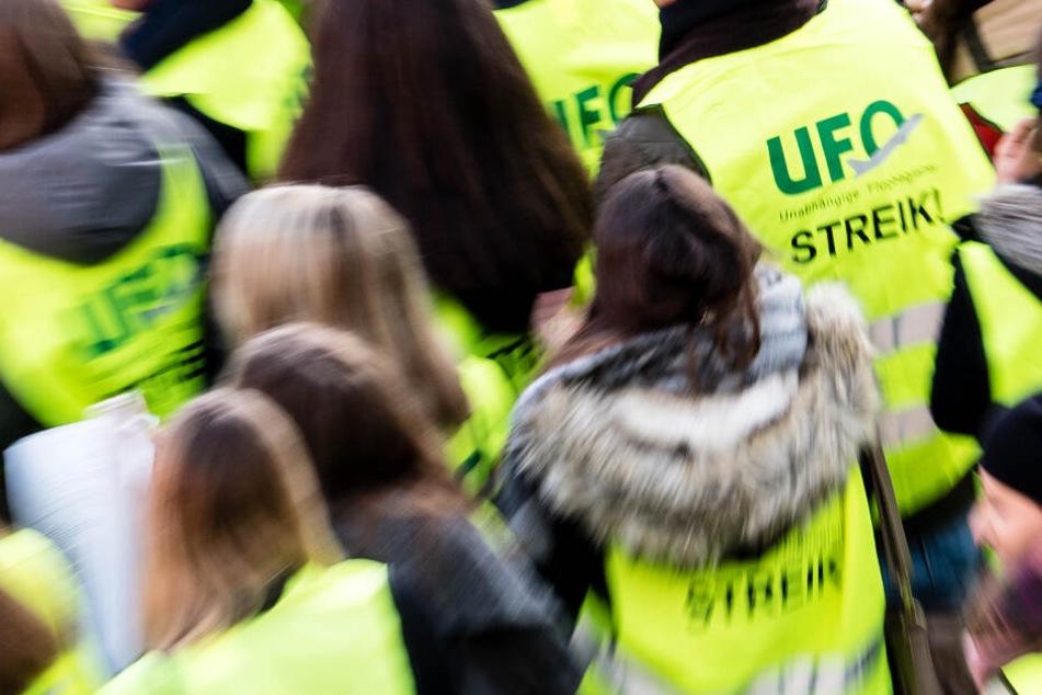 Die Flugbegleiter-Gewerkschaft Ufo will ihre Mitglieder zum Streik bei der Lufthansa aufrufen.