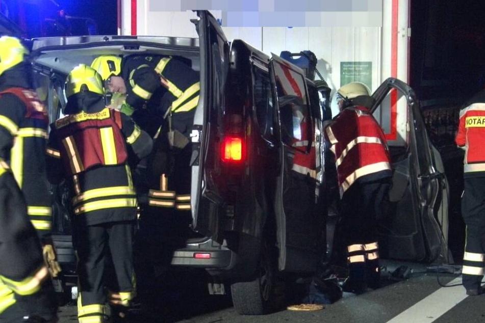 Sieben Verletzte bei schwerem Autobahn-Crash mit Lastwagen