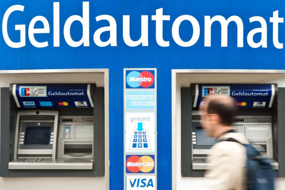 In NRW kommt es wieder häufiger zum Datenklau an Geldautomaten. (Symbolbild)