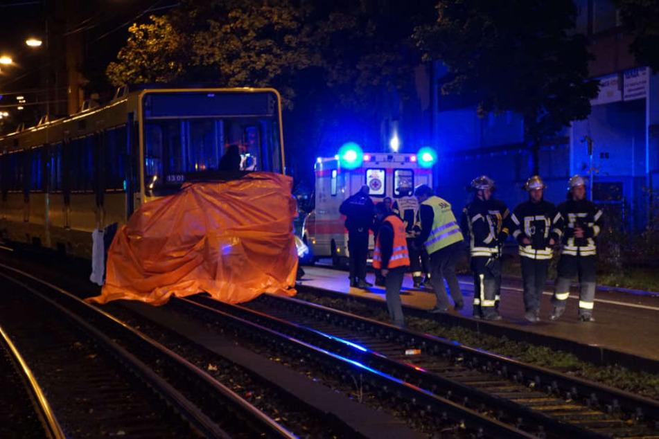 Eine Stadtbahn hat am Donnerstagabend nahe des Cannstatter Wasens einen 20-Jährigen erfasst und getötet.