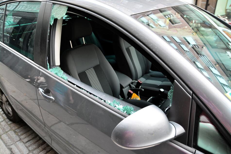 Diebe haben bei mehreren Autos Scheiben eingeschlagen und dann Wertsachen geklaut. (Symbolbild)