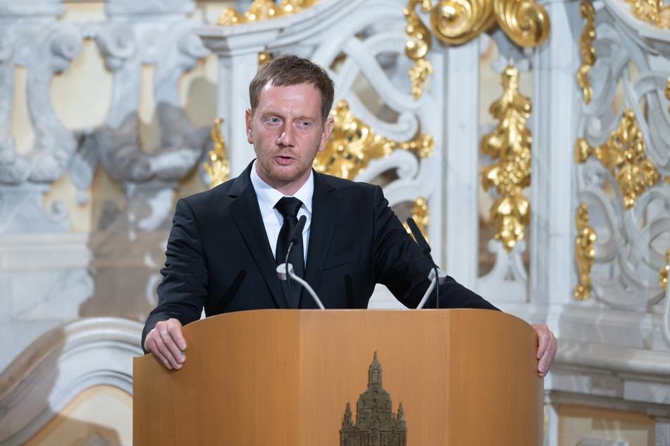 Auch Ministerpräsident Michael Kretschmer (46, CDU) hielt eine Rede für seinen verstorbenen Amts-Vorgänger.