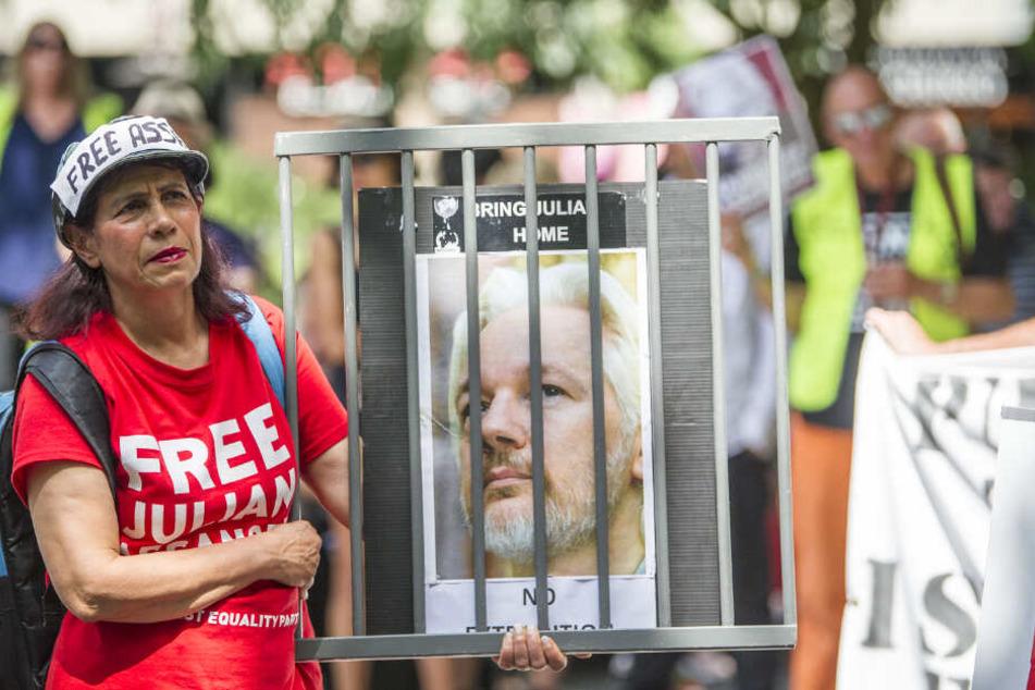 Anhänger des Wikileaks-Gründers Assange demonstrierten vor Prozessbeginn auch in Melbourne gegen seine Auslieferung an die USA.