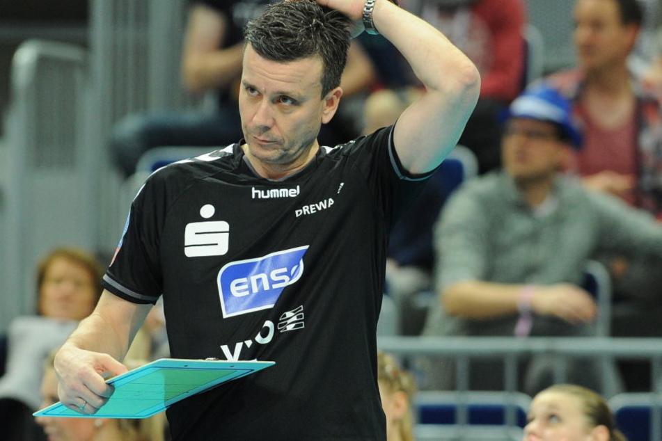 Die Sorgenfalten bei Trainer Alexander Waibl dürften am Dienstag noch tiefer geworden sein.