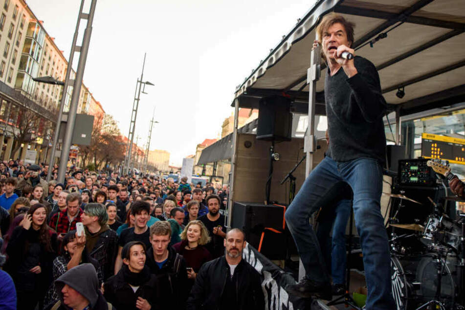Die Toten Hosen bei einer Anti-Pegidda-Demo