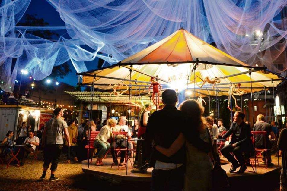 Bunte Traumwelt: Für elf Tage im Juli verwandelt sich die Scheune beim Schaubudensommer in einen Jahrmarkt der Poesie.