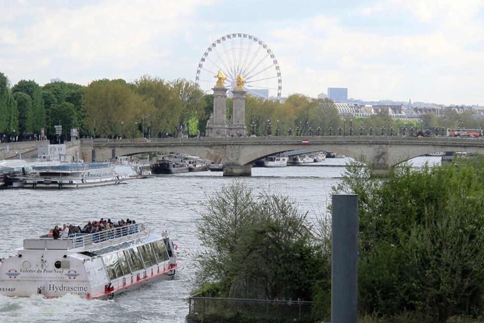 """Das Ziel der ersten gemeinsamen Reise von """"Mörtel"""" und """"Andrea vom Badesee"""" ist die französische Hauptstadt Paris."""