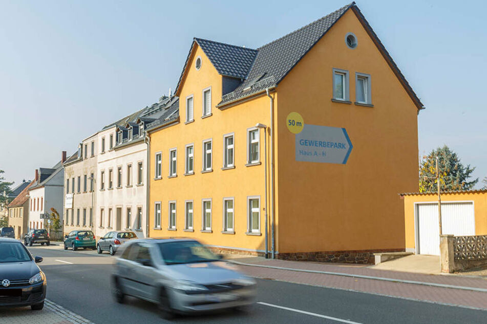 In diesem Mehrfamilienhaus in der Dresdner Straße in Geringswalde lebte das Paar. Die Wohnung gehörte Mareen Z.