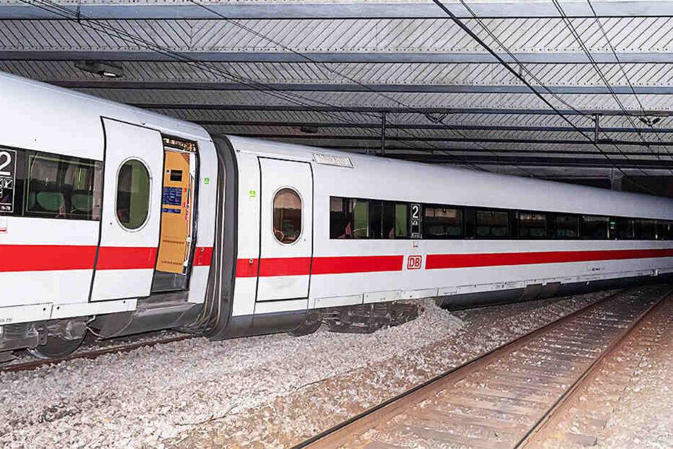 Der aus Berlin kommende ICE ist kurz vor dem Bahnhof Basel SBB, als plötzlich der Triebkopf und ein Waggon entgleisen. Erst im November 2017 gab es einen Unfall mit einem deutschen Zug in der Schweizer Stadt.