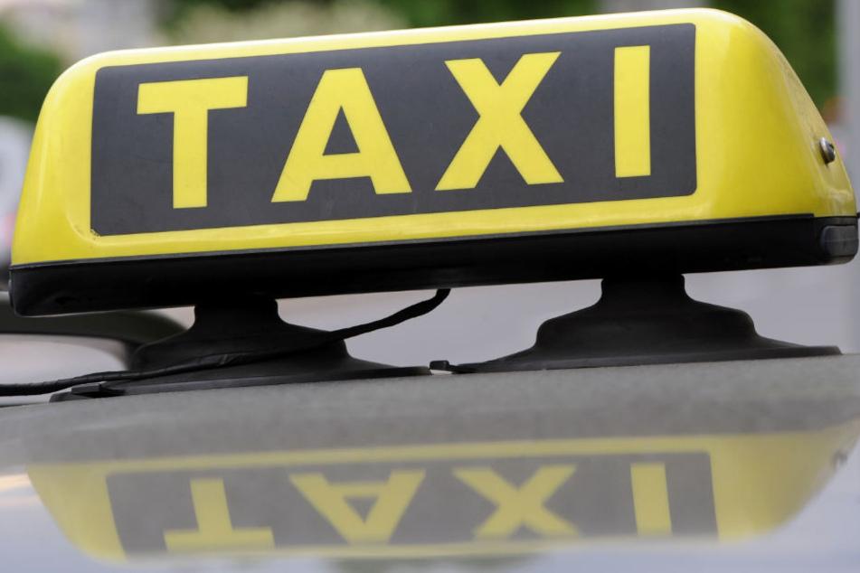 Taxifahrer läuft hinter Räuber her und wird mit Messer attackiert