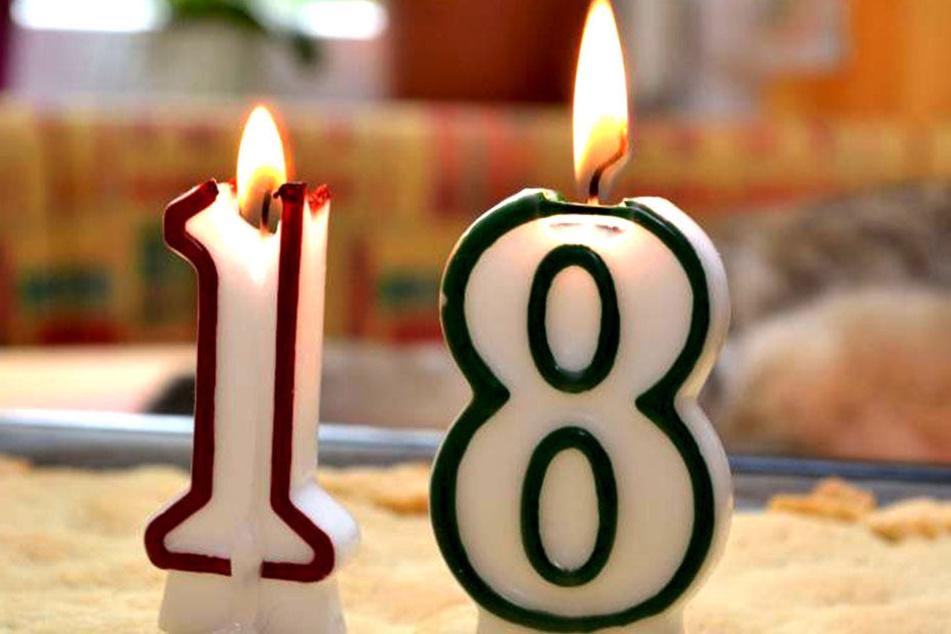 Seinen 18. Geburtstag wird der junge Mann wohl so schnell nicht mehr vergessen.