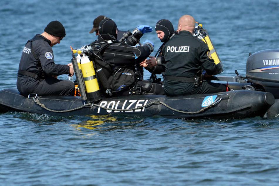 Mehrere Polizisten, sowie sechs Taucher waren zu Hilfe geeilt.