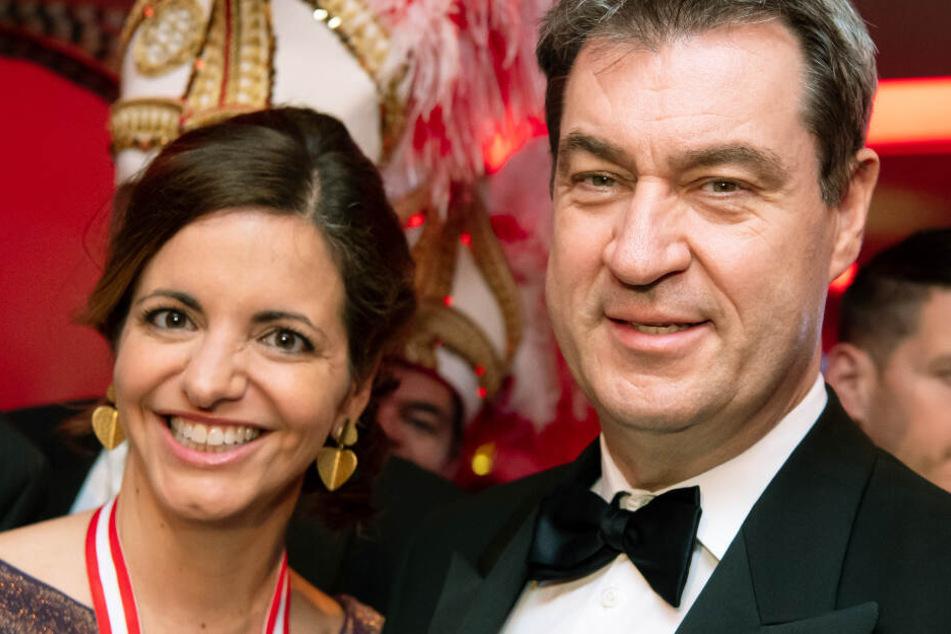 Ministerpräsident Markus Söder (r.) ist von Kristina Frank (l.) mehr als angetan.