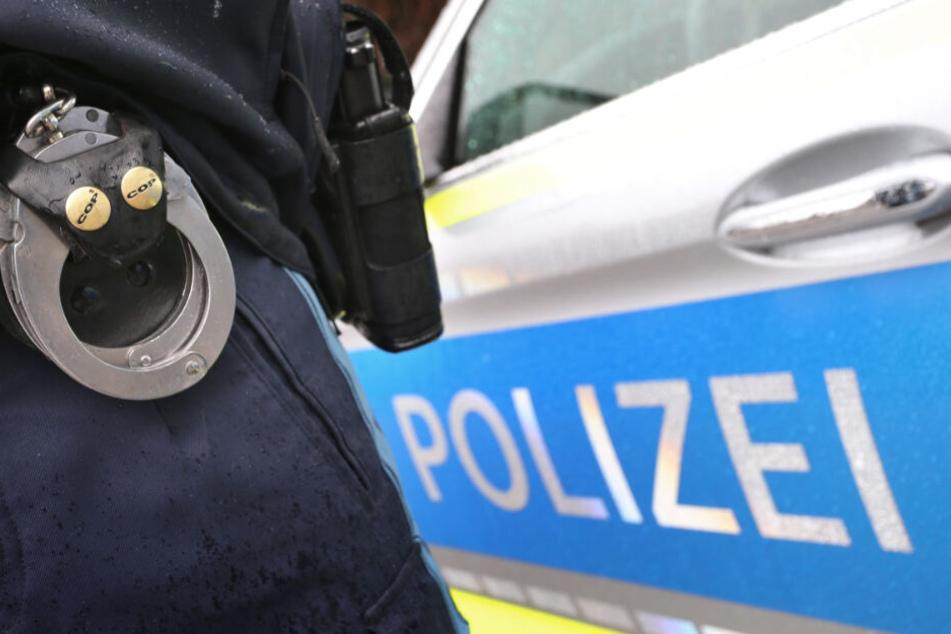 Date des Grauens: Frau benimmt sich komplett daneben und attackiert besoffen Polizisten