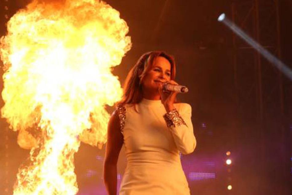 Berg wurde selbst schon von ihrer Feuershow verletzt. Doch mit einem verletztem Fan hat das Management des Schlager-Stars kein Mitleid.