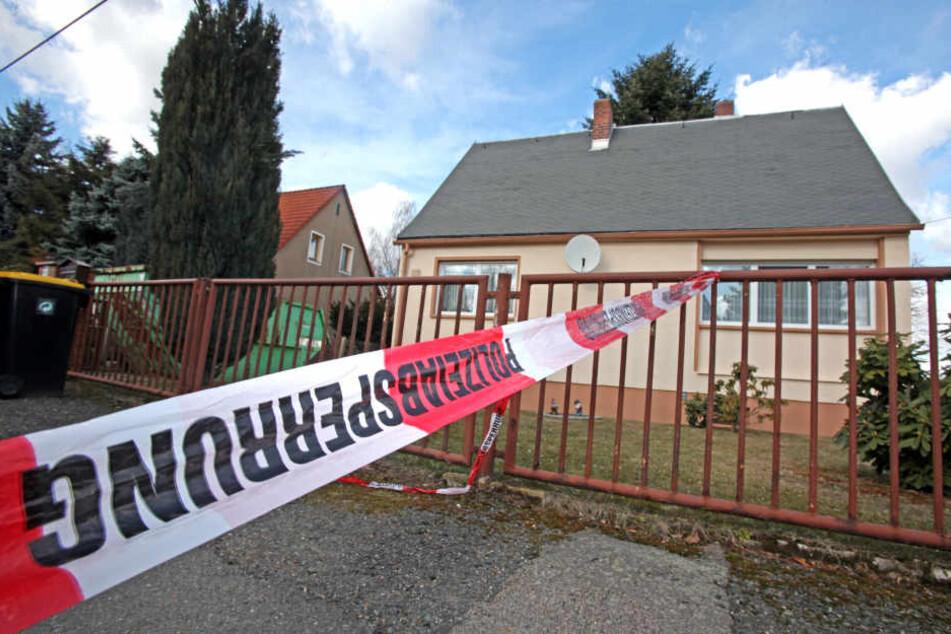 Die Täter brachen über die Rückseite des Hauses ein, am nächsten Tag fand man die Leiche des Bewohners. (Archivbild)