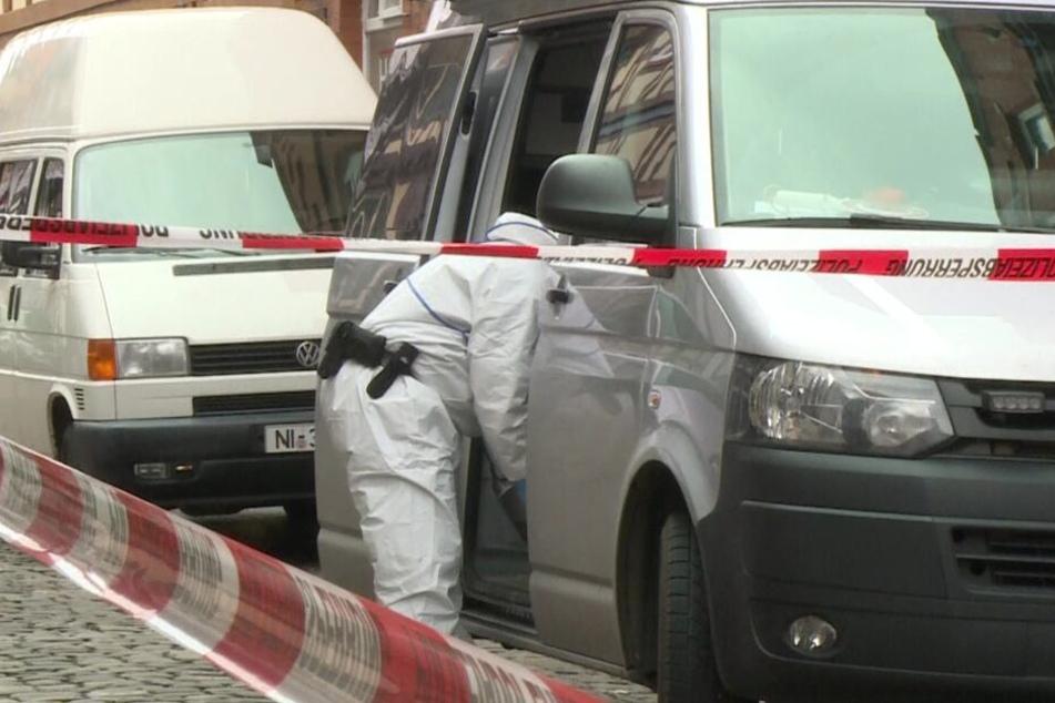Die Spurensicherung untersuchte den Tatort. (Symbolbild)