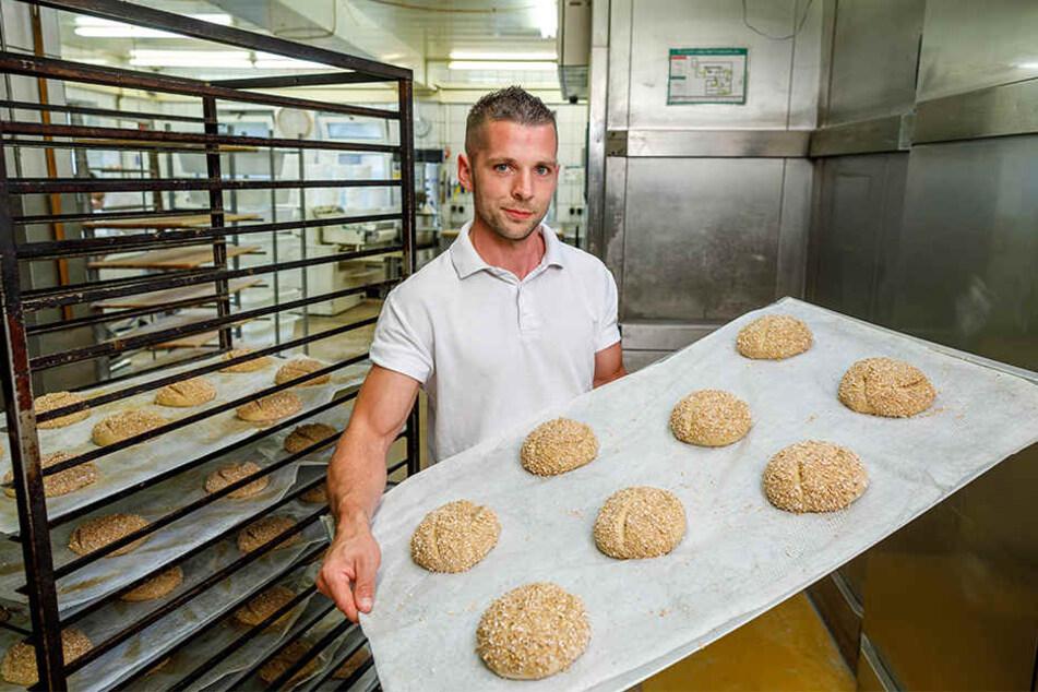 """Will """"Mister Handwerk"""" von Deutschland werden: David Haack (32) backt in der Backstube der Feinbäckerei Sachse in Dohna."""