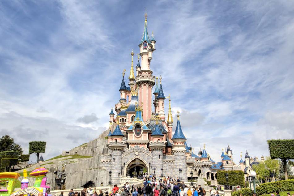 Der Besuch im Disneyland Paris endete für die Britin im Krankenhaus.