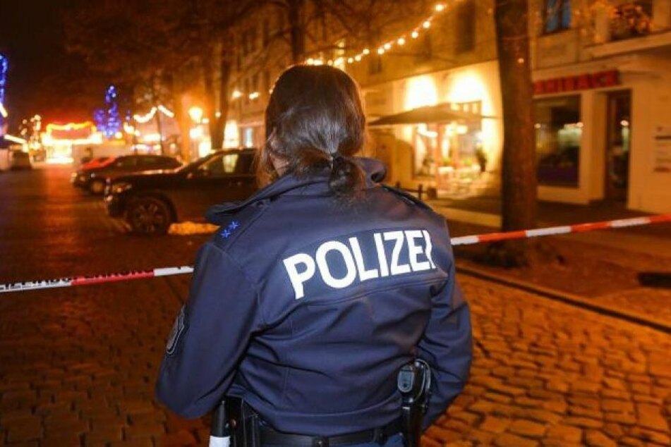 Die Polizei prüft den Verdacht der fahrlässigen Tötung. 8Symbolbild)
