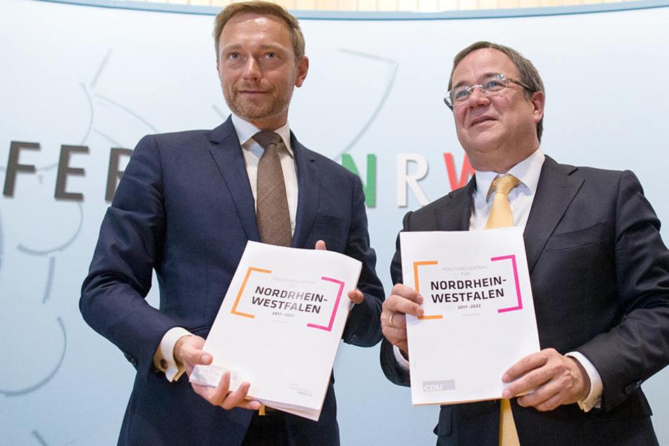 Voller Stolz präsentierten Christian Lindner (li. 38, FDP) und Armin Laschet (re. 56, CDU) ihren Koalitionsvertrag.