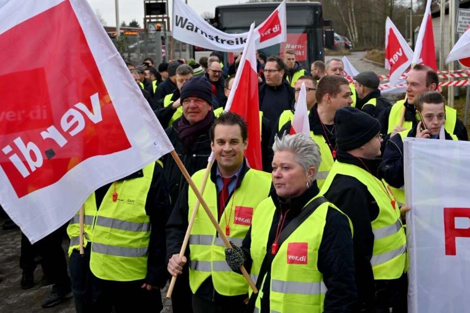 Nahverkehr lahmgelegt! Busfahrer gehen in tagelangen Streik