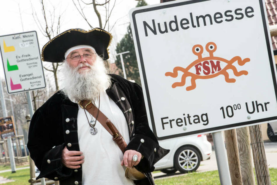 """Rüdiger Weida von der """"Kirche des fliegenden Spaghettimonsters"""" in Templin (Brandenburg)."""