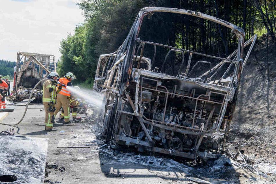 Der Bus brannte komplett aus. Jetzt ist klar, warum.