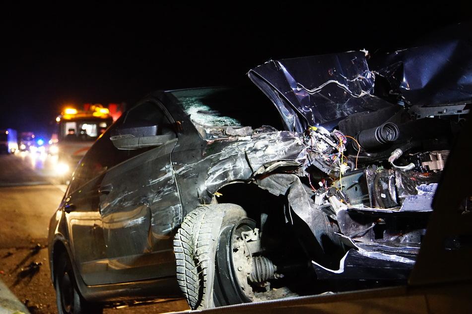 Unfall auf der A4: Eine Skoda-Fahrerin fuhr am Freitagabend auf einen Fiat-Transporter auf.