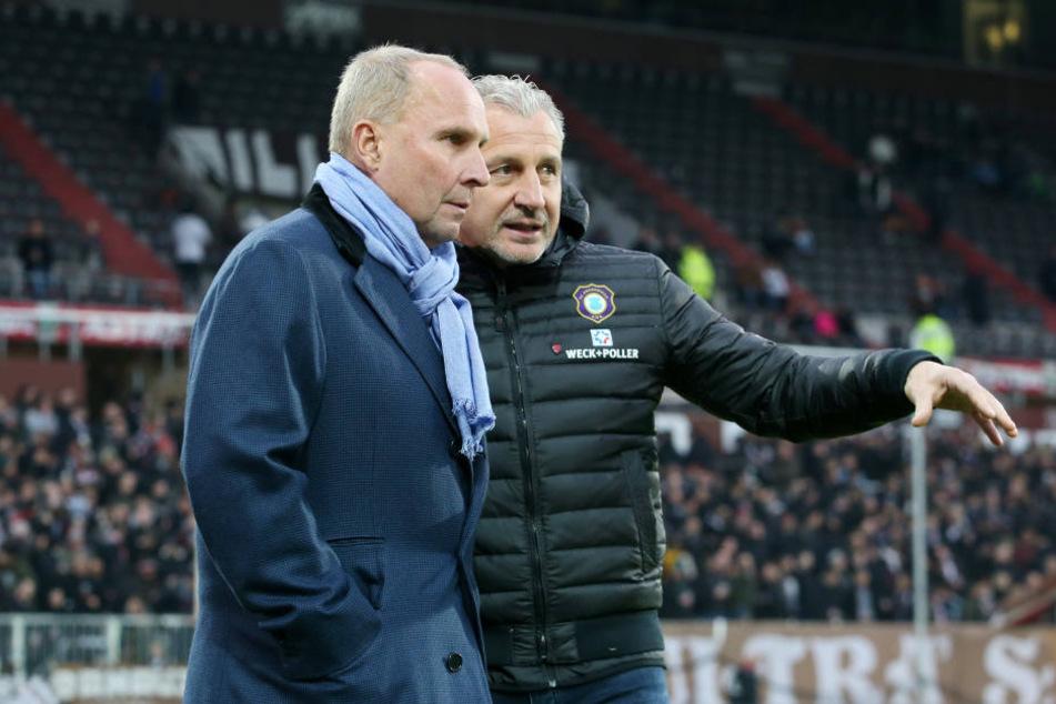 Müssen in Aue bei dem aktuellen Chaos klaren Kopf behalten: Boss Helge Leonhardt (li.) und Trainer Pavel Dotchev.