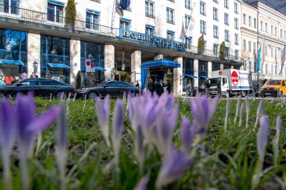 """Das Hotel """"Bayerischer Hof"""" in München: An der Bar des Hauses soll es zu dem Angriff gekommen sein."""