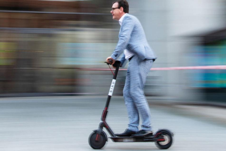 Immer häufiger im Stadtbild zu sehen: Menschen auf E-Scootern.