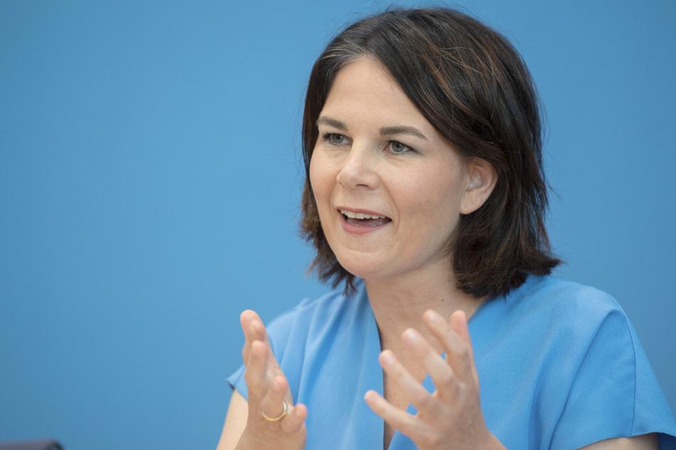 Annalena Baerbock (40, Bündnis 90/Die Grünen), Parteivorsitzende und Kanzlerkandidatin, geriet wegen eines Plagiatvorwurfes in die Kritik.