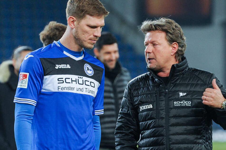 Daumen nach oben: Verrät DSC-Trainer Jeff Saibene (re.) hier Fabian Klos (li.) sein Ziel.