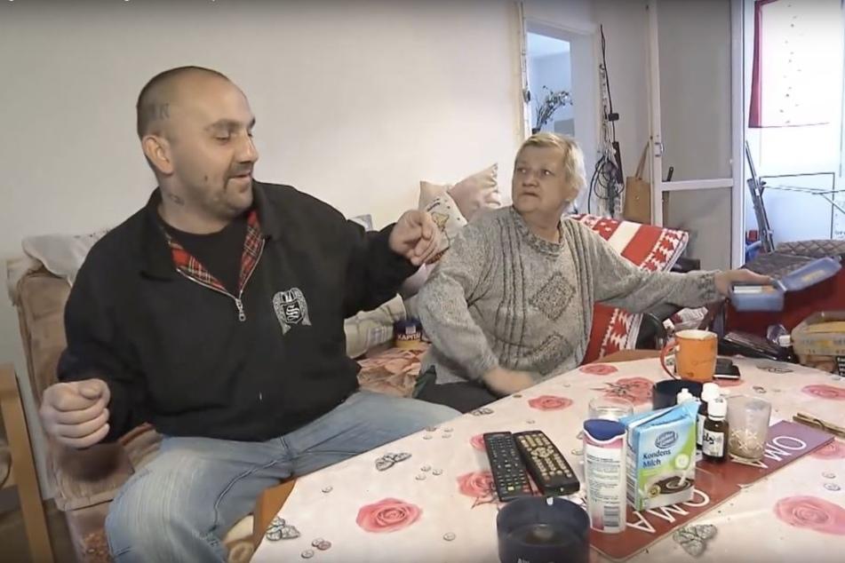 Norman und seine Mutter Karin Ritter Anfang Oktober beim Stritt um Zigaretten. Offensichtlich geht es dem alkoholkranken Sohn dem Umständen entsprechend gut, anders als eine Facebook-Veranstaltung vermuten lässt.