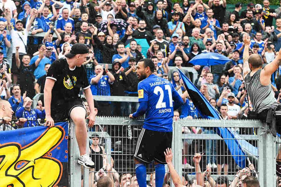 Gillian Jurcher war beim 3:2-Pokalsieg gegen den SSV Jahn Regensburg der Held des Tages. Ihn konnte Saarbrücken trotz Angeboten von Zweit-und Drittligisten halten.