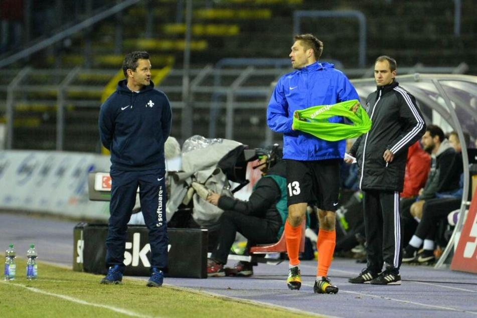 Dirk Schuster (l.) und Ronny König (vorn) stiegen 2015 mit Darmstadt in die Bundesliga auf.
