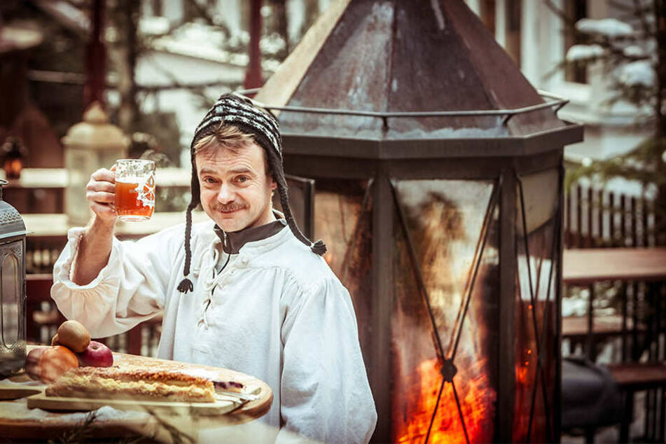 Zum Wohl! Im Schmilkaer Winterdorf werden Gäste rustikal verwöhnt.