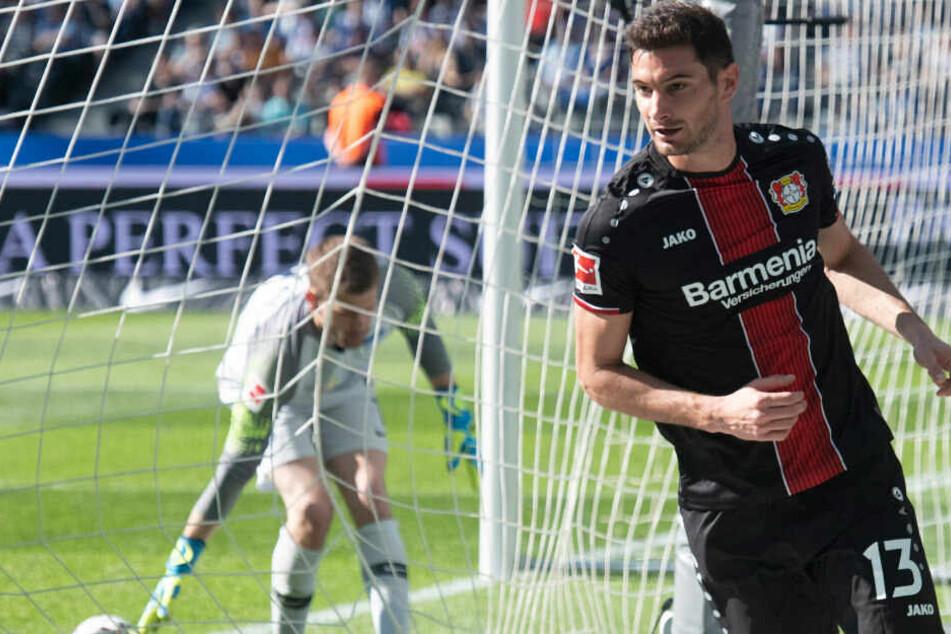Lucas Alario jubelt nach seinem Treffer. Herthas Niederlage gegen Leverkusen wurde bei Sky mit 0 Zuschauern angegeben.