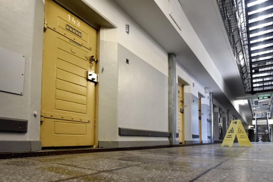 Inhaftierter Syrer starb nach Brand: Was geschah wirklich in Zelle 143?