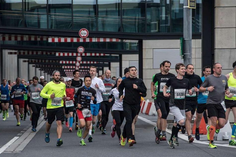 Mehrere tausend Läufer waren am Samstagabend auf dem Airportgelände unterwegs.