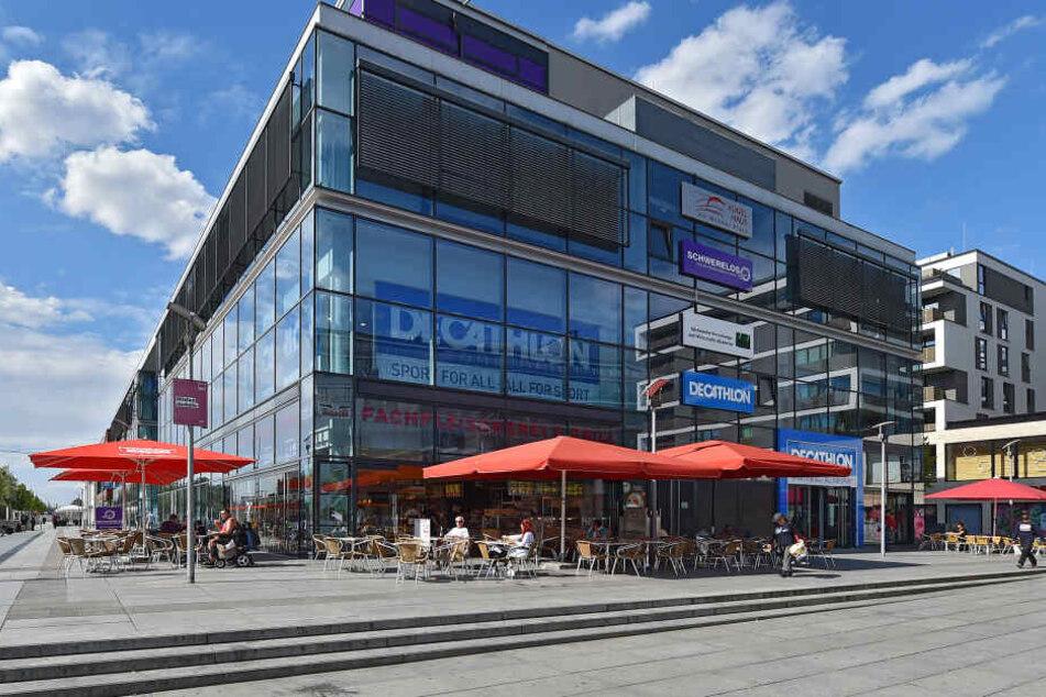 Der riesige Store befindet sich am Hauptbahnhof im Dresdner Kugelhaus.
