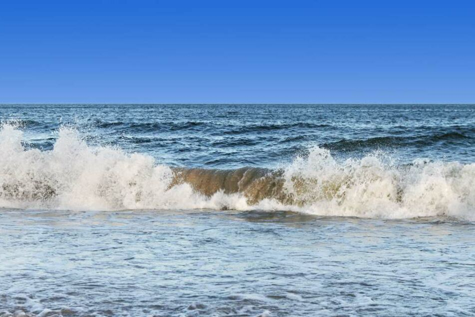 Das DLRG warnte wohl vor hohen Wellen. (Symbolbild)