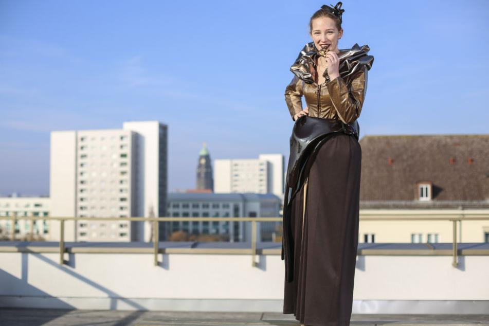 Wie fließende Schokolade wirkt das neue Kleid von Schokoladenmädchen Michelle (22).