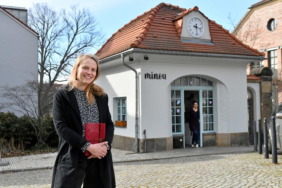 Das Rezeptbuch ist schon übergeben: Madeleine Fischer (29, l.) übernimmt Dresdens kleinstes Kaffeehaus von Theresa Oberle (34).